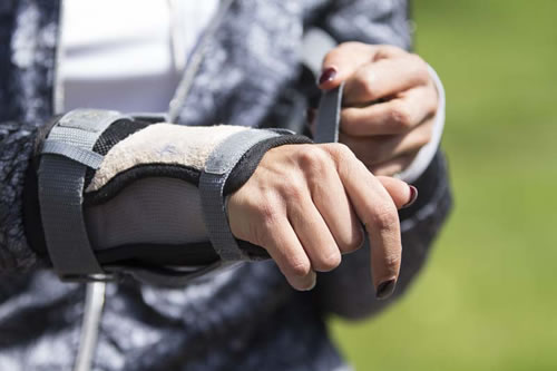 inline-skate-wrist-guards and knee pads